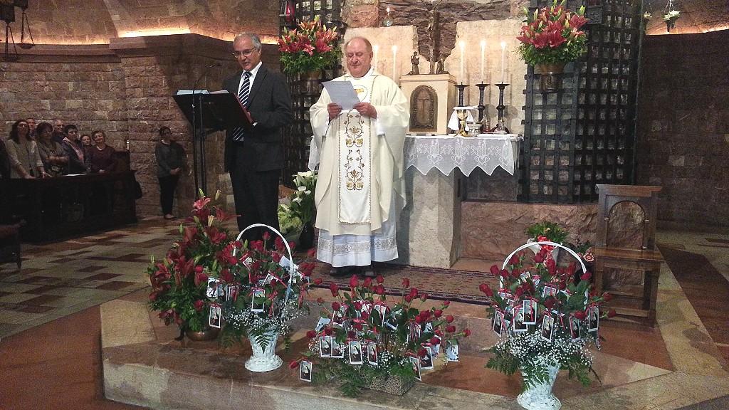 Preghiera silenziosa sulla Tomba al Sacro Convento di Assisi